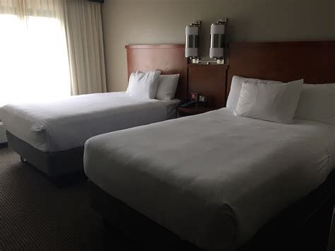 hotel beds 2 reasons i prefer hotel rooms with 2 beds one mile at a
