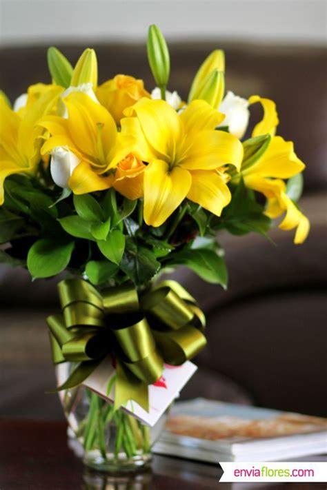 I Reible Arreglo De Lilys Amarillas Y Rosas Bla As