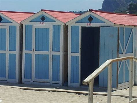 cabine balneari mondello ad aprile parte la cagna abbonamenti per le