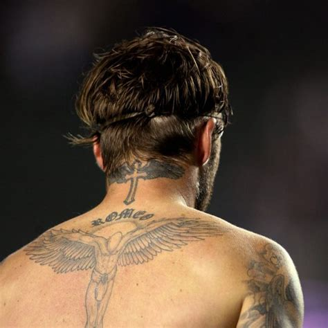 tattoo victoria beckham espalda david beckham muestra los tatuajes de su espalda los