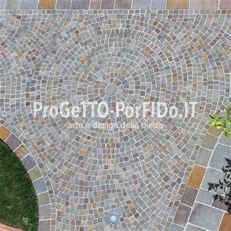 pavimentazione cortile cortile porfido trentino posa di cubetti e piastrelle