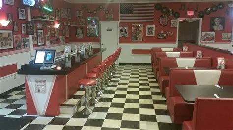Retro Flooring by Famous 50 S Diner 64 Photos Amp 46 Reviews Diners 472