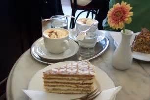 kaffee und kuchen bilder geselliges beisammensein bei kaffee und kuchen kaffee