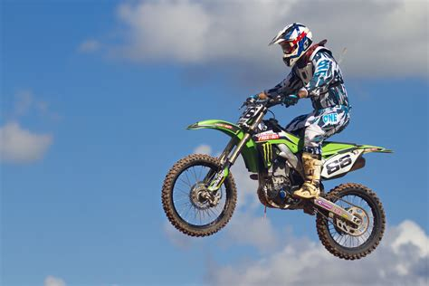 how to jump a motocross bike dirt bike racing jumps www pixshark com images