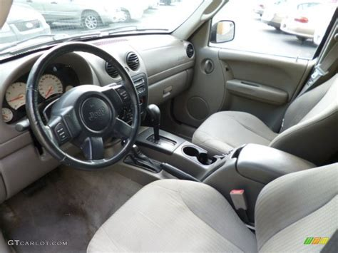 liberty jeep interior taupe interior 2003 jeep liberty sport 4x4 photo 82769215
