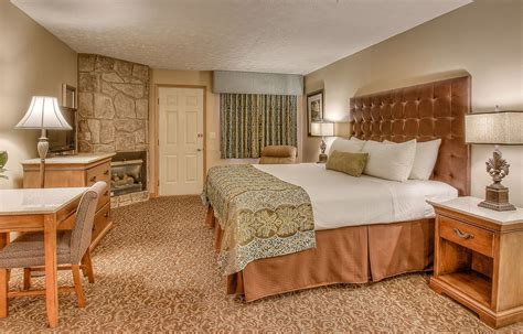 2 bedroom hotel suites in pigeon forge tn 2 bedroom family suites pigeon forge tn savae org