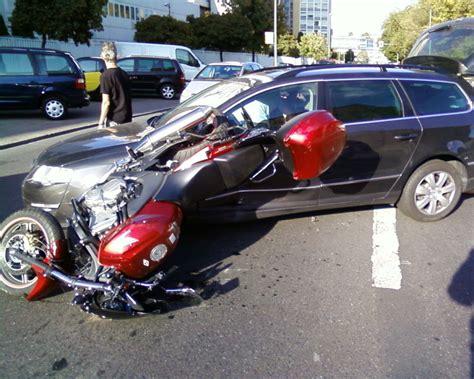 Motorrad Unfall Versicherung by Unfall Unfall Frage Kfz Versicherung 203047279
