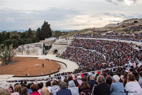 teatro greco di siracusa siracusa al teatro greco di siracusa le rappresentazioni diventano