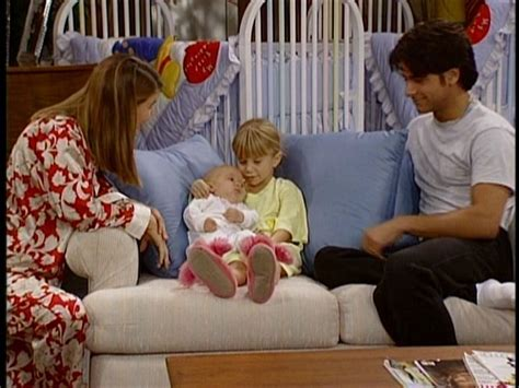 the twins on full house michelle holding the twins full house image 11907597 fanpop