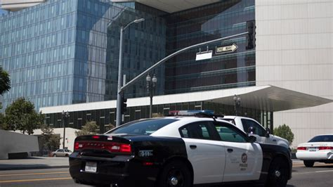 Two Bailed Suspected Stabbing At Lavish Hotel Suspect Accused Of 2 Assaults Flees San Pedro