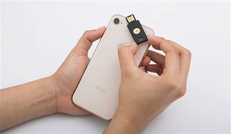 iphone yubikey iphone owners now use yubikey nfc tags to unlock apps