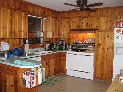 25 best pine kitchen ideas on pine kitchen cabinets knotty pine kitchen and knotty
