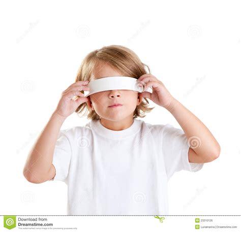 imagenes ojos vendados retrato rubio del cabrito de los ni 241 os con los ojos