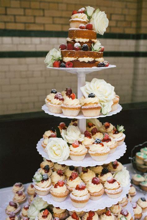 Hochzeitstorte Und Cupcakes by Hochzeitstorte Mal Anders Aus Cupcakes Hochzeit Mal