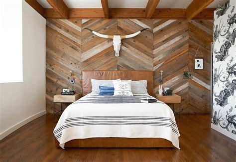 laminat na stene spalne foto dizayn originalnoy nedorogoy otdelki
