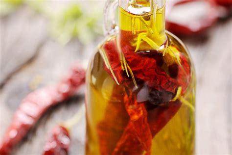 come fare l olio piccante in casa preparare l olio piccante fai da te donnad