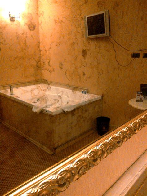 hotel romantici con vasca idromassaggio in romantica suite vasca idromassaggio lombardia hotel il