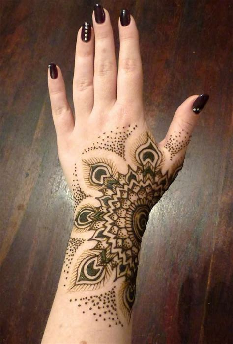 25 simple wrist henna tattoos