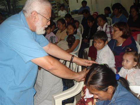 imagenes orando por enfermos quot pastores julio y lorena guzm 225 n quot situaciones por las