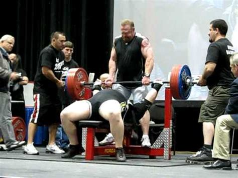 tiny meeker bench press tiny meeker wins bench press for reps at la fit expo 2009