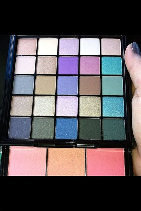 Nyx Be Free Palette review and swatches nyx be free palette