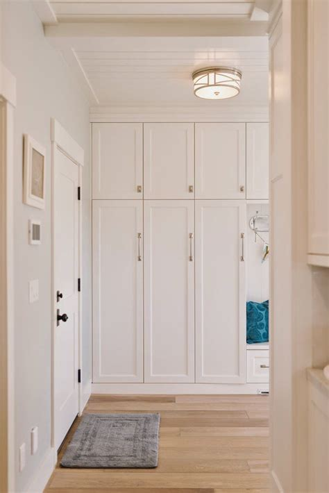 Mudroom Cabinets With Doors by Best 25 Mud Room Lockers Ideas On