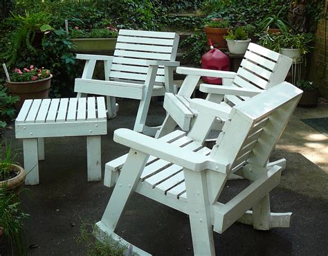The Hidden Pantry: Cleaning Painted Wooden Outdoor Furniture