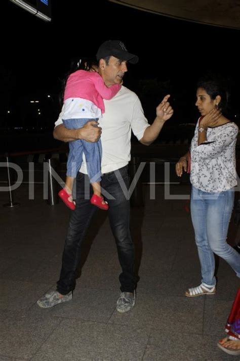 Akshay Spotted with wife Twinkle and Kids Aarav and Nitara ...