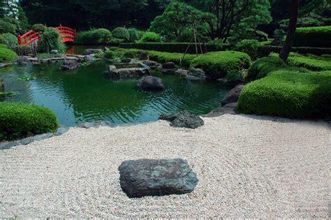 zen japanese gardens  soothe  relax  mind