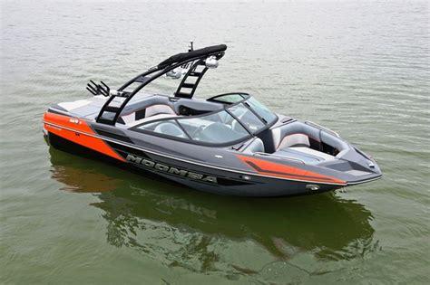 lancha wakeboard e wakesurf moomba mondo pn perfil - Moomba Boats Wakesurf