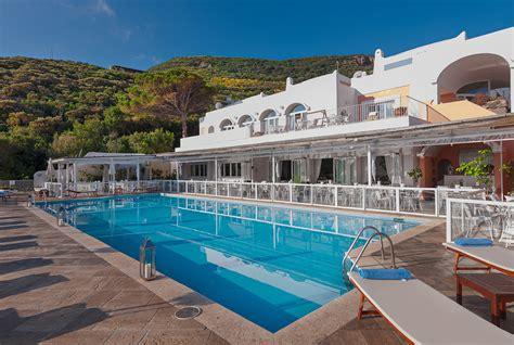 alberghi con piscina in hotel con piscina a ponza hotel isola di ponza con piscina