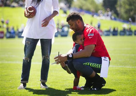 ciara is dating seattle seahawks quarterback russell seahawks qb russell wilson reveals wife ciara is pregnant