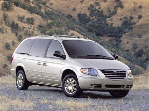 chrysler town  country   auto images  specification
