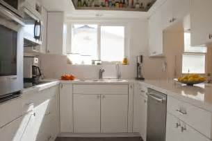 White Kitchen Cabinets With White Countertops by White Kitchens With Quartz Countertops