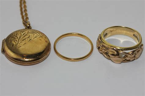 an 18ct gold ring floral pierced makers c st d 5
