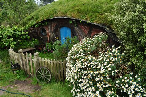 hobbit hole a hobbit hole in nz by irissiel on deviantart