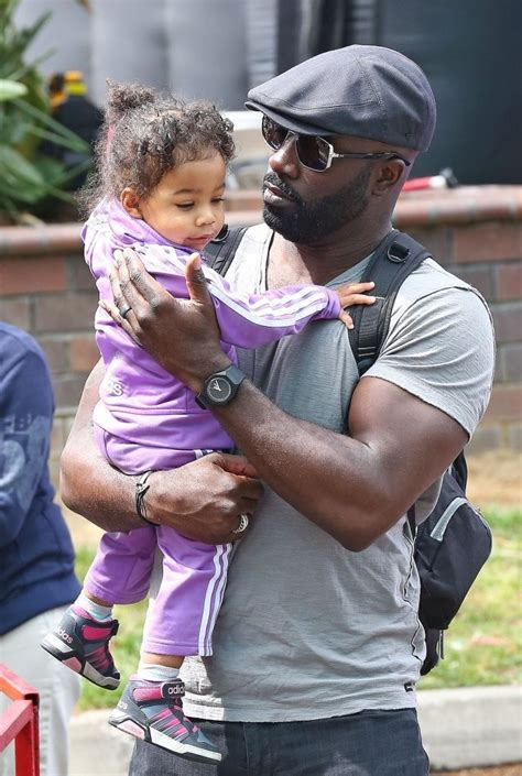 mike colter daughter mike colter photos mike colter visits the farmer s