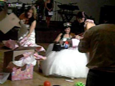 regalos sorpresa para quinceaeras marithsa s 15 opening her regalo sorpresa youtube