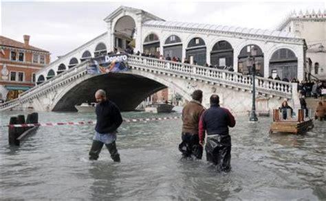 acqua alta a venezia nonostante la bora: fenomeno alquanto