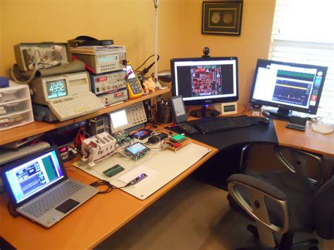 Electronics Workstation Desk by A Rat S Nest Less Workspace Clean With Plenty Of Screens