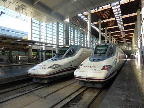 aves de espaa file estaci 243 n de madrid puerta de atocha tren ave con destino valencia espa 241 a renfe serie 112