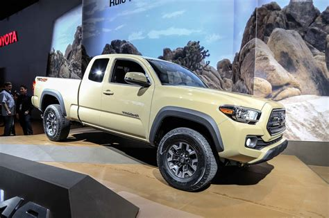 truck toyota 2016 2016 toyota tacoma look photo gallery motor trend