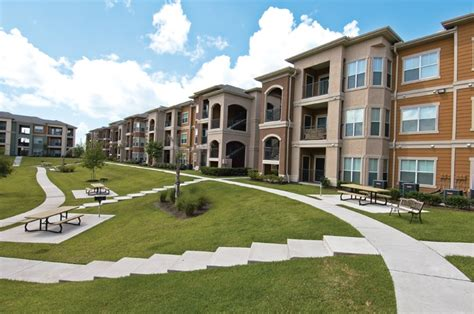 emerson park apartment homes rentals webster tx