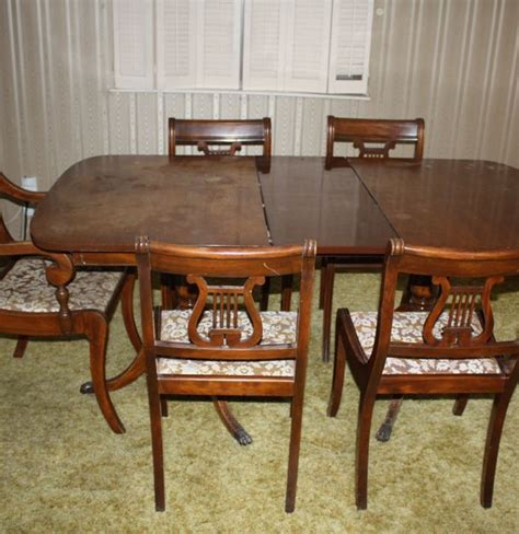 Duncan Phyfe Dining Tables Duncan Phyfe Style Dining Table And Chairs Ebth