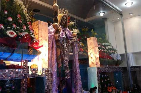 imagenes de altares espirituales reafirman culto a la santa muerte en el centro de puebla