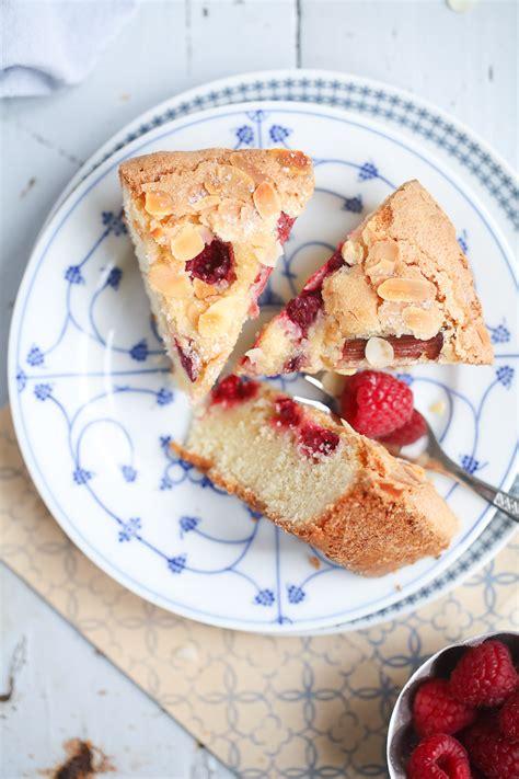 kuchen rezept einfach leckerer himbeer rhabarber kuchen zucker zimt und liebe