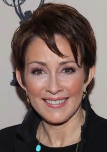 Short hairstyles for round faces over 50 women jpg 809b47