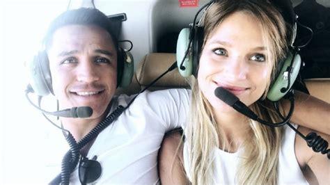alexis sanchez y su novia 2017 carolina arregui publica ir 243 nica imagen sobre relaci 243 n de