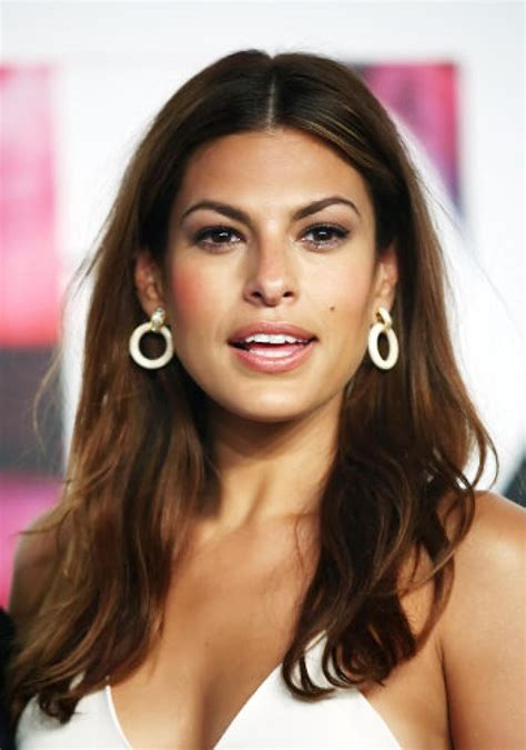 eva mendes 2018 cheveux yeux pieds jambes style