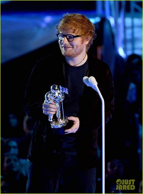 ed sheeran biography mtv ed sheeran wins his second ever vma watch now photo